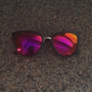 Cat eye w pink/purple mirrored sunglasses